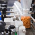 Tabletki w butelce na linii produkcyjnej